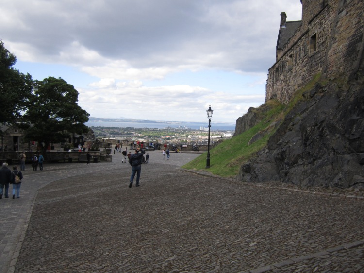 Visiting the Edinburgh Castle too touristy? FUCK YOU, IT'S A GODDAMN CASTLE.