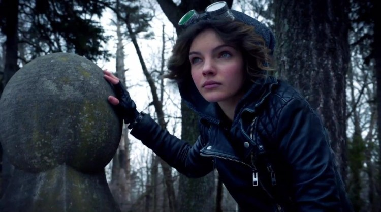 Carmen Bicondova as soon-to-be Catwoman Selina Kyle in Fox's Batman prequel series Gotham