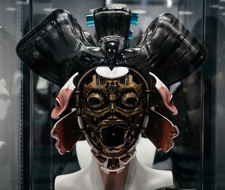 The insides of a cybernetic geisha head in Ghost in the Shell (2017), dir. Rupert Sanders